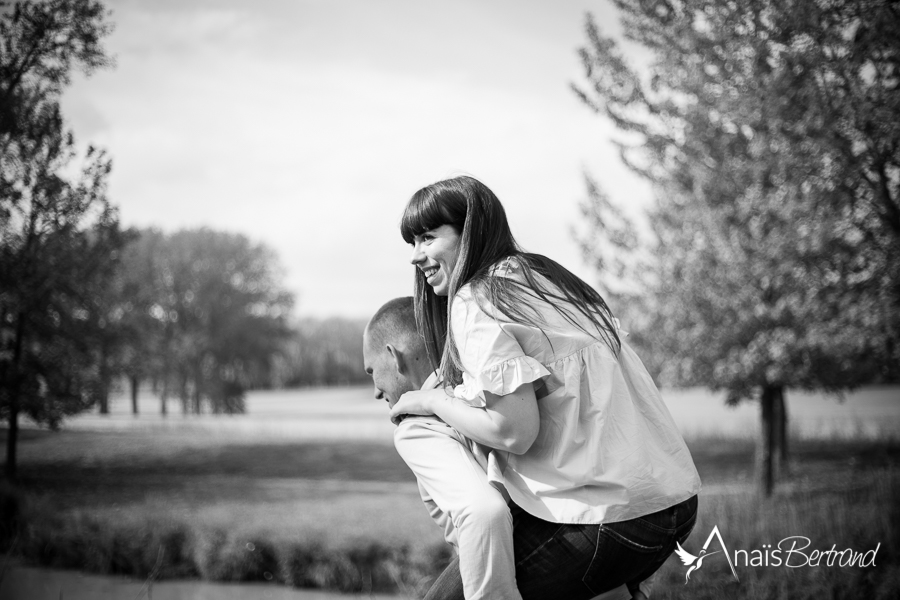 anais-bertrand-photographe-mariage-toulouse-love-session-engagement-couple-famille-10