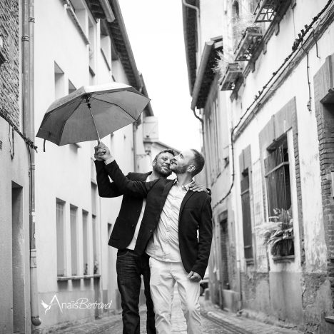 Séance couple messieurs {sous la pluie} à Toulouse