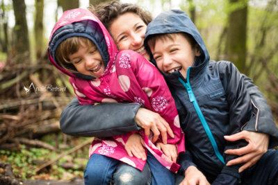 photographe-famille-toulouse-anais-bertrand_s'amuser en famille sous la pluie